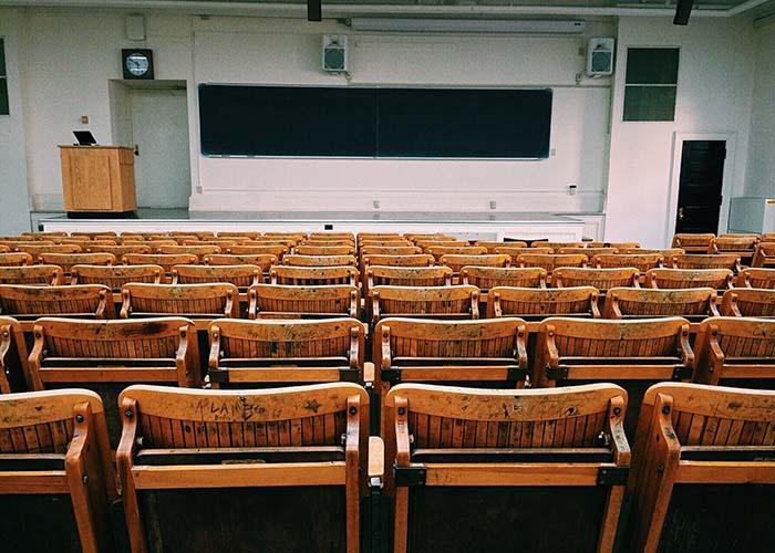 Beleuchtung Klassenzimmer, Leuchten Unterricht, Beleuchtung Schule, LED, LED Leuchten, Licht im Klassenzimmer, Beleuchtung für Schüler, Beleuchtung für Kinder, Leuchten für Schüler, Saxonia | Licht aus Chemnitz